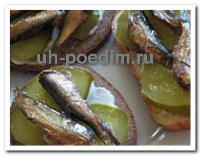 бутреброд со шпротами с огурцом