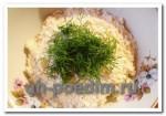 Готовим сырный салат с чесноком, яйцом и майонезом