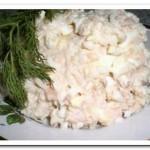 Готовим салат с рыбными консервами и рисом