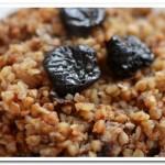 Готовим на завтрак кашу гречневую с черносливом