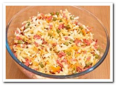 рецепт салата с колбасой