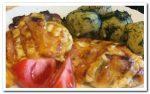 Готовим куриные бедрышки в духовке с кабачками