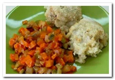 минтай с овощами на сковороде