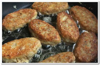 Котлеты из рыбной консервы с картошкой
