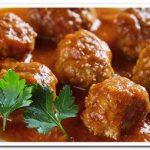 Вкусные и нежные мясные тефтели с рисом в томатном соусе