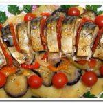 Как приготовить скумбрию с овощами в духовке
