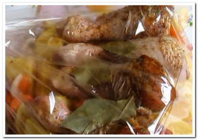 куриные ножки с картошкой в рукаве