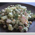 Редиска, яйца и огурцы – вкусный летний салат