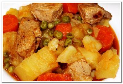 тушеная свинина с картофелем и овощами