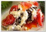 Изумительный и вкусный салат с курицей, грибами, сыром и помидорами