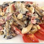 Очень вкусный салат с баклажанами, помидорами, яйцом и чесноком