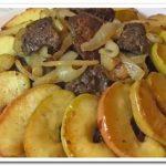 Оригинальное блюдо – куриная печень с яблоками и луком