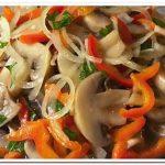 Грибной салат с шампиньонами и сладким перцем