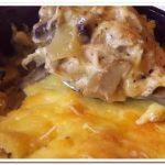 Блюдо французской кухни – жюльен с курицей и грибами