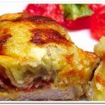 Вкусный рецепт мяса под сырно-грибной шубой, запеченный в духовке