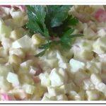 Как приготовить вкусный крабовый салат с кукурузой