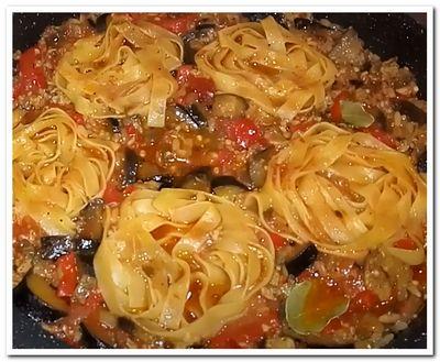 баклажаны с фаршем в сковороде