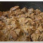 Как приготовить куриную печень в сметане на сковороде