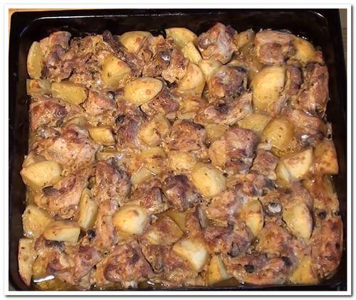 как приготовить куриные бедра в духовке с картошкой